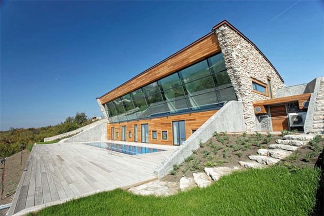 Equinox House in a coastal community in Bulgaria. Image via Bignatov
