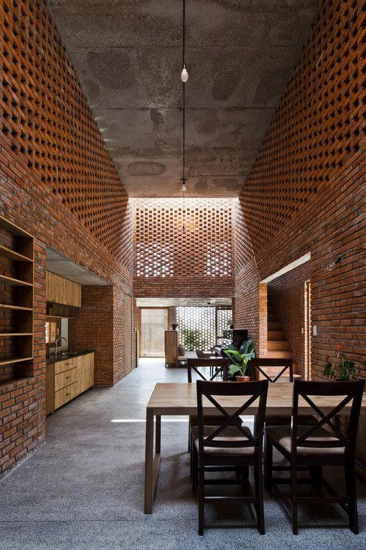 Termitary House in Da Nang City, Vietnam. Image via Tropical Space