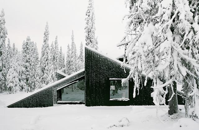 Cabin Vindheim – A Minimalist Winter Retreat