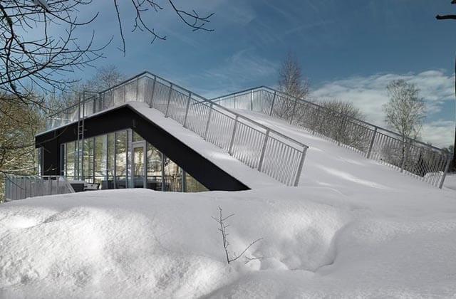 Prefab house doubles as a sledding hill 2