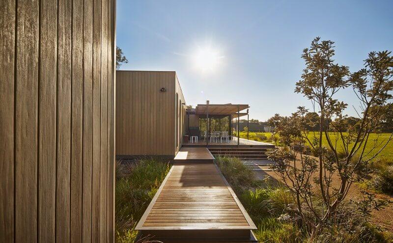 Holiday prefab home in merricks beach modscape modern for Beach home designs victoria