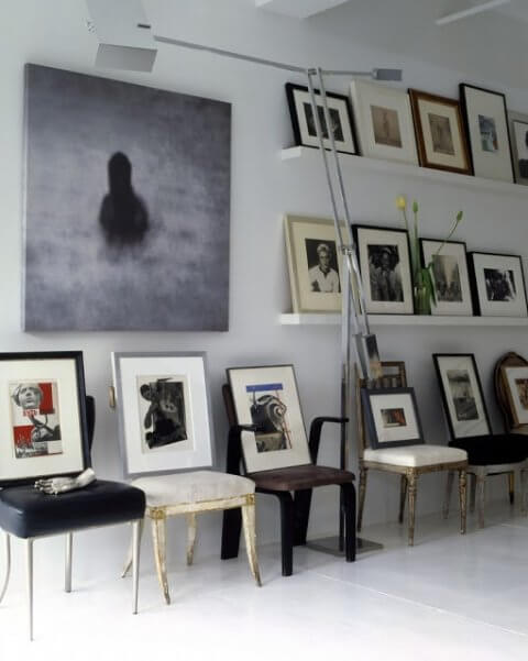 Decorative chairs as easels in a modular home